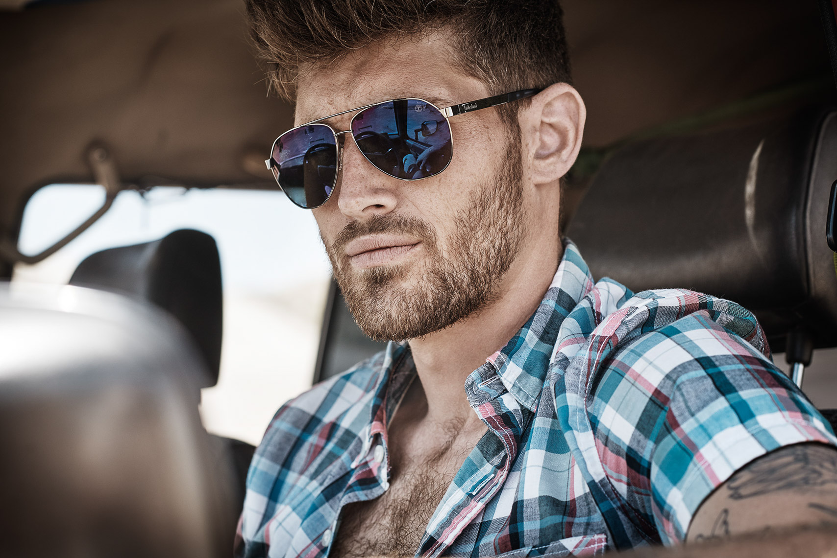 philip_closeupsunglasses_plaid_shirt_timberland